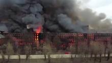 圣彼得堡一座百年历史的工厂被烧毁 曾被列为文化遗产
